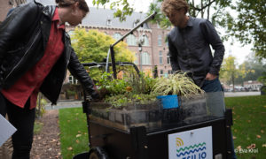 De blauw-groene RESILIO 'dakfiets' gaat on tour in Slotermeer!